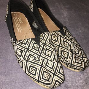 Toms Black/WhiteLoafers size 6